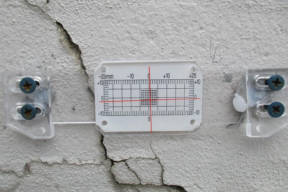 structural crack gauge IMG_0956
